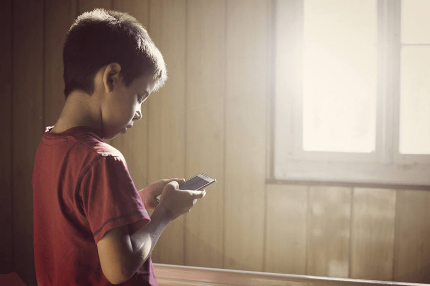 Tips-To-Ensure-Safe Kid-Smartphone -Use